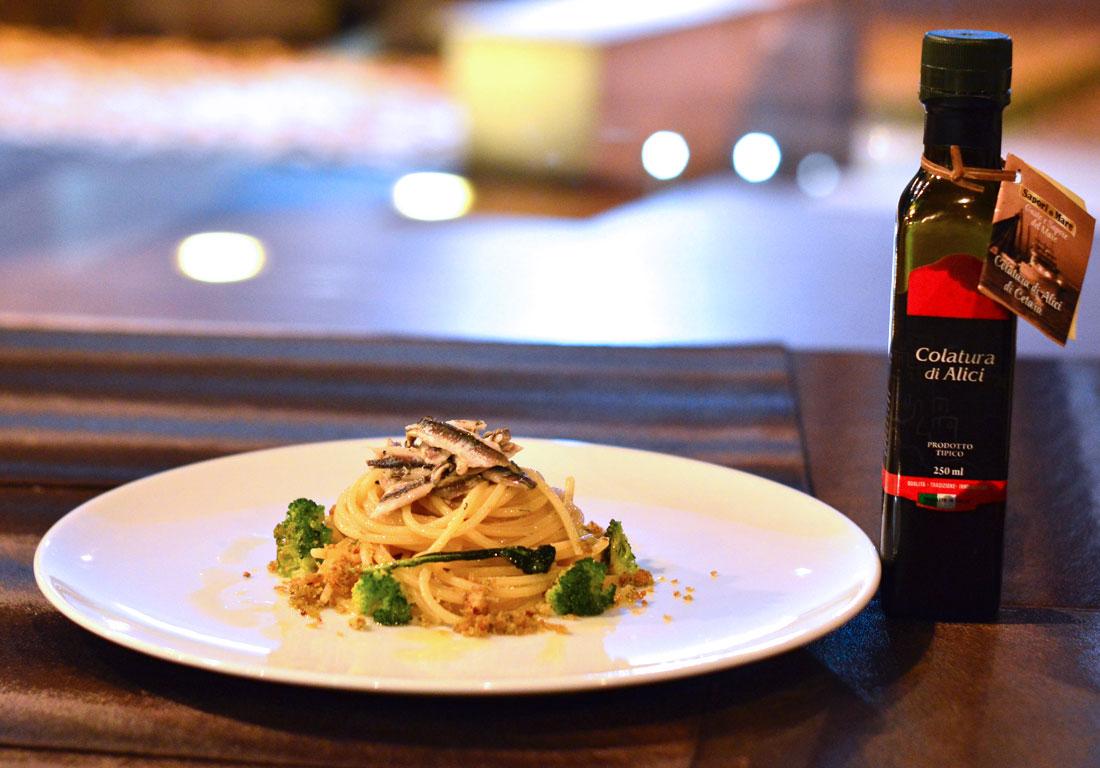 Spaghetto quadrato con Colatura di Alici, Broccoli siciliani e Mollica croccante Elle et Lui