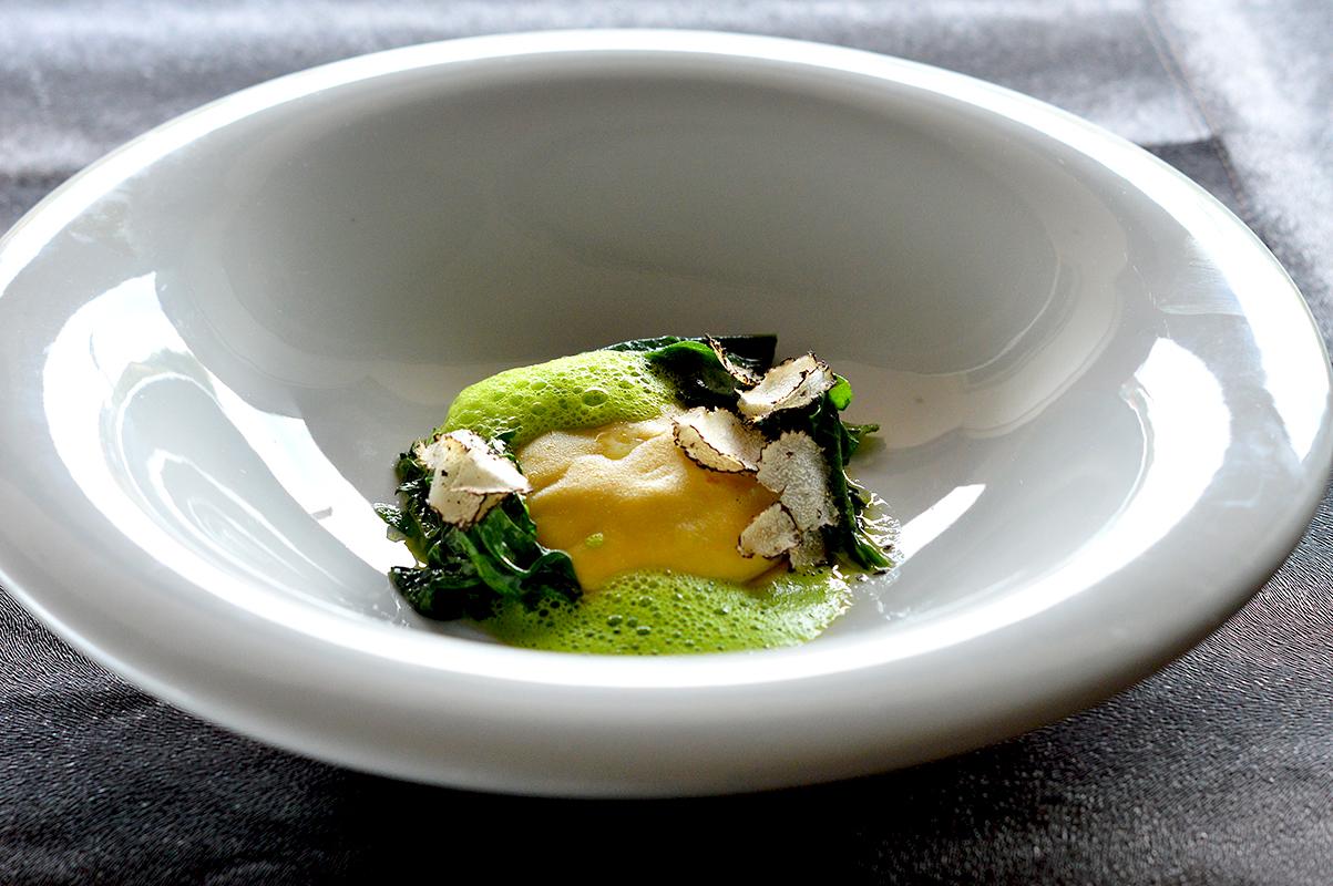 Raviolo di cernia, spinaci e tartufo